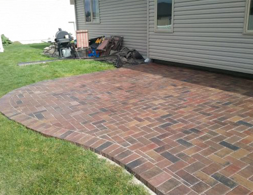 Patio pavers with edging for the backyard.